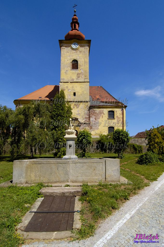 Kostel s kašnou