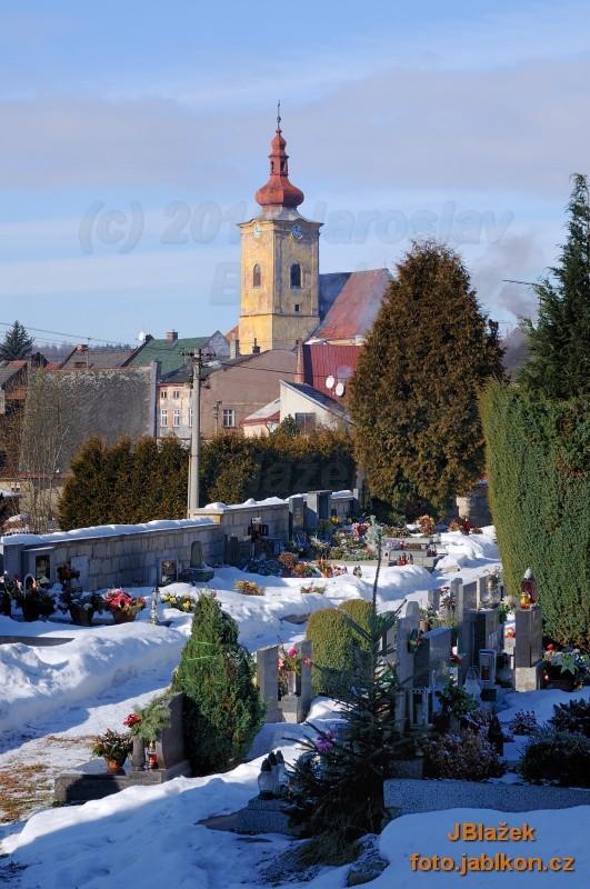 Kostel ze hřbitova